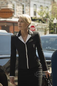 Robin Wright Claire Underwood House of Cards Chapter 40 Robin Wright, Claire Underwood Style, Clare Underwood, House Of Cards Seasons, Black Christian Louboutin, Saint Laurent, Real Style, Boho Look, New Wardrobe