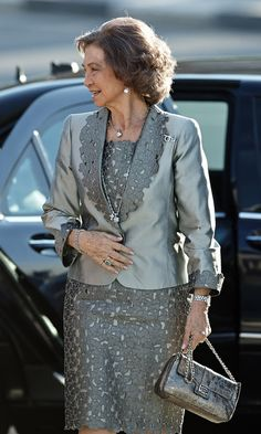 Queen Sofia Photos Photos - Queen Sofia Attends Opera Play in Valencia - Zimbio Iranian Women Fashion, African Fashion, Spanish Dress, Dress Brokat, African Dresses For Women, Mothers Dresses, Groom Dress, Dress Suits, Formal Evening Dresses