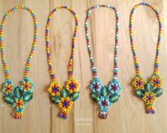 Collares Huichol - Diseño con 3 Flores - Romea Accesorios - Estilo Mexicano - Chaquiras - Hecho a mano