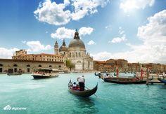 Passeio de gôndola em Veneza: no inverno ou no verão, os gondoleiros de Veneza estão sempre de plantão. Passeio mais famoso de Veneza, muitos escolhem não fazer por causa do alto custo. Mas os que fazem, não se decepcionam! Na dúvida, é melhor fazer e não perder a oportunidade. Sabe lá quando você vai estar em Veneza de novo!