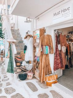 Is shopping on the beautiful island of Mykonos really so expensive? Will it break your credit card? Clothing Boutique Interior, Boutique Interior Design, Boutique Decor, Boho Boutique, Boutique Shop, Bohemian House, Bohemian Style, Boho Chic, Myconos