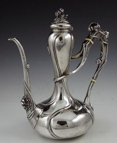 Art Nouveau Coffee Pot by designer William Kerr. Sterling silver, 10 in high and decorated with three dimensional water lilies on the lid, spout and handle. via silver perfect Antique Art, Vintage Antiques, Vintage Silver, Antique Silver, Art Deco, Metal Working, Tea Pots, Perfume Bottles, Sculpture