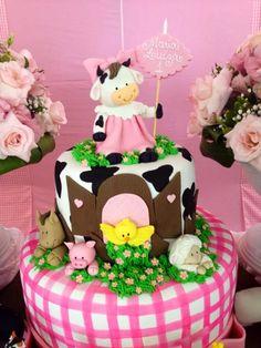 Laços & Caprichos: Fazendinha Rosa Provencal!!! Cow Birthday Parties, Jungle Theme Birthday, Girl 2nd Birthday, Farm Animal Party, Farm Animal Birthday, Farm Birthday, Farm Themed Party, Barnyard Party, Farm Party