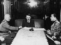 05 de outubro de 1940: da esquerda para a direita, Benito Mussolini (1883-1945), Adolf Hitler (1889-1945) e ministro das Relações Exteriores italiano Conde Galeazzo Ciano (1903-1944) encontram-se no Passo do Brenner durante a Segunda Guerra Mundial  http://historiatodas.blogspot.com.br/