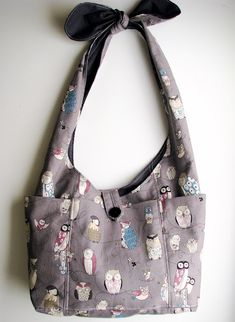 Cute bag tutorial. Great strap with a tie that would allow adjustment to size, like for a younger person.