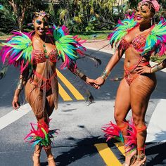 "23 Likes, 2 Comments - ICQ (@islandcarnivalqueens) on Instagram: ""Birds of a feather, really do flock together!  #MiamiCarnival2017 Band ⏩ @mascotsintl ⏪ Queens ⏩…"""