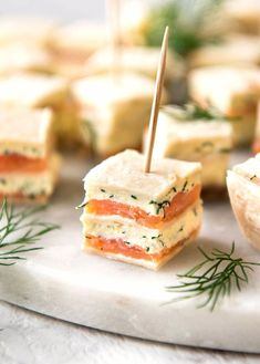 Smoked Salmon Bites (Appetizer) Smoked Salmon Appetizer fantastic for gatherings – no fiddly assembly, served at room temperature, looks elegant and tastes SO GOOD! This smoked salmon appetizer ticks all my boxes for finger food: it& fast to make loads Finger Food Appetizers, Appetizers For Party, Appetizer Recipes, Simple Appetizers, Finger Food Recipes, Seafood Appetizers, Christmas Appetizers, Brunch Finger Foods, Brunch Food