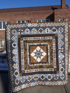 Susan made this Washington Medallion quilt (pattern by Sue Garman) and I got to quilt it! It's definitely more traditional than my usual style, and so it was fun to get to play with more trad…