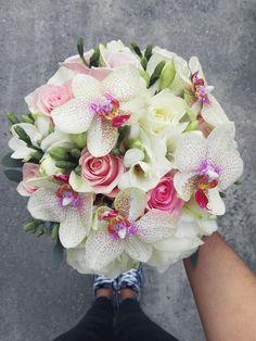 Flowers of Soul: Buchete de mireasa, nasa si cununie civila Wedding Bouquets, Wedding Flowers, Wedding Day, Branding Process, Deer Pearl Flowers, Save The Date, Wedding Details, Flower Arrangements, Floral Wreath