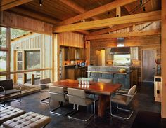 A gallery of spacious rustic dining room interiors for that at-home log cabin feel. Luxury Dining Room, Dining Room Design, Jackson Hole, Log Home Kitchens, Dream Kitchens, Modern Log Cabins, Log Home Decorating, Style Rustique, Log Cabin Homes
