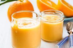 Συνταγή από masame.gr ΥΛΙΚΑ 1 λίτρο φρέσκος χυμός πορτοκάλι 4 κουταλιές της σούπας ζάχαρη 2 κουταλιές της σούπας γεμάτες κόρν φλάουρ ξύσμα από 1 πορτοκάλι κανέλα για τη διακόσμηση ΕΚΤΕΛΕΣΗ 1. Από τον χυμό κρατάμε στο πλάι ένα ποτήρι. 2. Βάζουμε σε μια κατσαρόλα Smoothie Banane Kiwi, Sauce A La Creme, Jus D'orange, Yams, Raw Vegan, Panna Cotta, Recipies, Deserts, Paleo