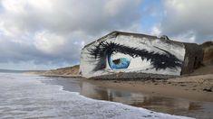 Un gigantesco occhio su una spiaggia francese è l'ultima opera di street art di Cece