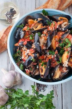 Mussels with white wine & butter sauce. Served in our beautiful new bowl from UncommonGoods. This mussels recipe is easy and so delicious. Your guests will keep asking for more. Don't forget the crusty bread for the wine, butter and garlic sauce. Fish Recipes, Seafood Recipes, Cooking Recipes, Healthy Recipes, Seafood Meals, Seafood Pasta, Salmon Recipes, Recipies, Dinner Recipes