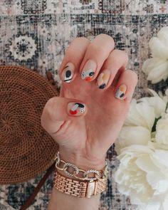 ⭐️ NAIL 💅 ART : abstract edition 🙌⭐️ my girl made my nail art dreams come T R U E the other day { thanks to everyone who… Nail Art Cute, Pretty Nail Art, Cute Acrylic Nails, Minimalist Nails, Nail Design Glitter, Ten Nails, Nagellack Design, Nail Length, Modern Nails