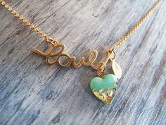 pingente coração dourado e verde