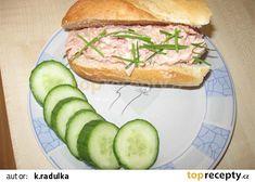 Nejlepší pomazánka na chlebíčky recept - TopRecepty.cz Salmon Burgers, Ricotta, Sandwiches, Food And Drink, Chicken, Ethnic Recipes, Salmon Patties, Buffalo Chicken, Rooster