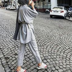 Hijab Styles 632896553867202081 - Classique … Source by zizknsns Modest Fashion Hijab, Modern Hijab Fashion, Street Hijab Fashion, Casual Hijab Outfit, Hijab Fashion Inspiration, Hijab Chic, Muslim Fashion, Fashion Outfits, Modest Outfits Muslim