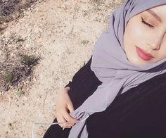 """Find and save images from the """"👑hijabista👑"""" collection by Mïss_îKã (ika_koka) on We Heart It, your everyday app to get lost in what you love. Muslim Couple Photography, Girl Photography Poses, Beautiful Muslim Women, Beautiful Hijab, Hijabi Girl, Girl Hijab, Stylish Girls Photos, Stylish Girl Pic, Cute Girl Poses"""