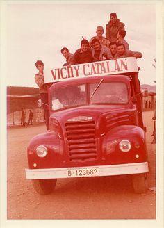 https://flic.kr/p/EB5Pet | Camión de época de Vichy Catalan | Foto: BALLO, S.A., Figueras-Girona (Años 40)