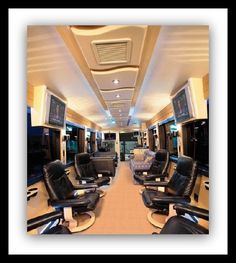 Travel Channel to premiere 3 Extreme Mobile Nail Salon, Mobile Beauty Salon, Mobile Nails, Rental Decorating, Decorating Tips, Spray Tan Booth, Regular Beauty Routine, Salon Business Plan, Mobile Barber