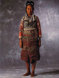 Tribal Beauty Philippine Culture and Identity in Traditional Woven Clothing Botbot Kalinga Apayao Southern Kalinga Paracelis Mt Prov. Philippines People, Philippines Culture, Philippines Dress, Tribal Costume, Folk Costume, Costumes, Filipino Fashion, Philippine Fashion, Filipino Tribal