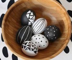 Black and white Easter eggs decoration – fabulous modern elegance