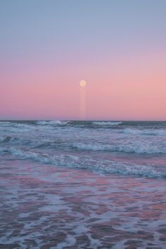 Moon in the pink sky on the beach wallpaper ~ Mobile wallpapers hd, free Mobile backgrounds Ocean Wallpaper, Summer Wallpaper, Nature Wallpaper, Wallpaper Space, Iphone Wallpaper, Photo Wall Collage, Picture Wall, Aesthetic Backgrounds, Aesthetic Wallpapers