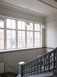 Thanks to almost five meterhigh ceilings and huge windows on two walls, pleasant daylight penetrates into every corner of this wonderful Swedish apart ...