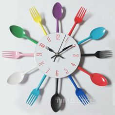 السكاكين سكين شوكة ملعقة المطبخ تصميم ساعة الحائط المعادن الملونة الساعات الإبداعية الحديثة ديكور المنزل العتيقة نمط ساعة الحائط