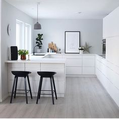 Scandinavian Kitchen Design Interior of the All White and Beautiful Tiny Kitchen - Home Ideaz Home Decor Kitchen, Interior Design Kitchen, Diy Kitchen, Home Kitchens, Kitchen Dining, Interior Plants, Casa Loft, Scandinavian Kitchen, Scandinavian Design