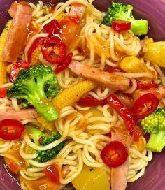 Kasslerwok med nudlar – Kryddburken 300 Calorie Lunches, 300 Calories, Wok, Food Inspiration, Broccoli, Noodles, Bacon, Spaghetti, Food And Drink