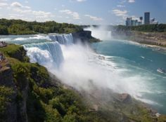 This page is a Niagra Falls frugal travel guide. A US and Canadian shared natural resource, these beautiful water falls are a favorite vacation destination.