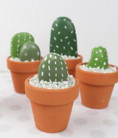 Rock Cactus Garden - Easy and Fun DIY Project - Clumsy Crafter - Rock Cactus Garden – Easy and Fun DIY Project – Clumsy Crafter Informations About Rock Cactus Ga - Large Flower Pots, Small Cactus, Cactus Flower, Cactus House Plants, Cactus Decor, Cacti, Indoor Cactus, Rock Cactus, Cactus Care