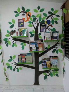 La Biblioteca del colegio El Jilguero: Como no creemos necesario el uso de libros específicos para asignaturas concretas, ponemos a disposición una biblioteca llena de libros de una gran diversidad de temas, estilos, géneros... que podrán utilizar mientras trabajan en el aula