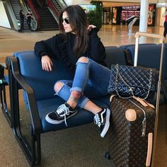 travel outfit Classic And Casual Airport Outfit Airport Travel Outfits, Travel Outfit Summer, Airport Style, Comfy Airport Outfit, Casual Travel Outfit, Travelling Outfits, Cute Travel Outfits, Airport Fashion, Summer Travel