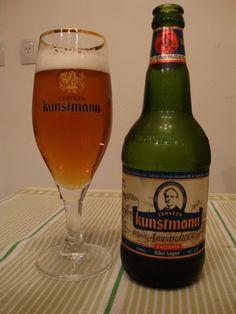 Cerveja Kunstmann Original Anwandter Rezept, estilo Premium American Lager, produzida por Cerveceria Valdivia S.A., Chile. 5.8% ABV de álcool.
