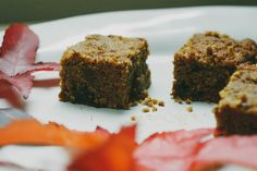 Ginger and date blondie