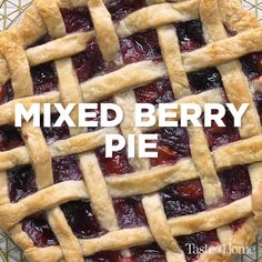 Here's a delightful way to enjoy summertime fruits. If you're short on one of the berries, just make up the amount with one of the other fruits in the pie. Thanksgiving Desserts Easy, Great Desserts, Fall Desserts, Mixed Berry Pie, Mixed Berries, Pie Recipes, Dessert Recipes, Nutella Recipes, Dessert Ideas