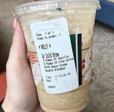 This is one of the drinks you can have at Starbucks without it being loaded with carbs! This only has Starbucks Frappuccino Keto Style! This is one of the drinks you can hav Starbucks Frappuccino, Starbucks Hacks, Starbucks Recipes, Coffee Recipes, Starbucks Coffee, Starbucks Drinks Without Coffee, Drink Recipes, Low Carb Starbucks Drinks, Low Carb Drinks