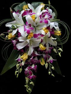 Love this Bouquet. I want lilies in mine (Calla and stargazers)