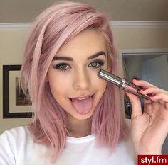 15 fryzur średniej długości, które wydobędą z Ciebie skrywaną dziewczęcość