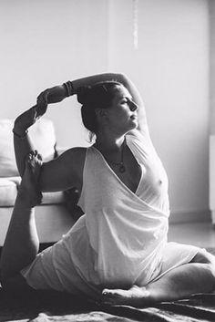 Dana Falsetti on body positivity in yoga Real Bodies, Body Confidence, Body Love, Body Image, Weight Loss Goals, Curves, Fitness Motivation, Life Motivation, Positivity