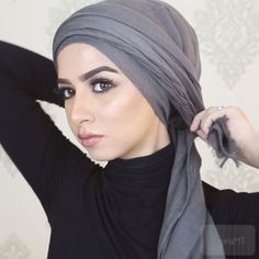 """No pins, just make your hair a bun in the back, 5 mins to wrap this turban and your got to go! And before you guys ask, the song is """"one dance by Drake"""" Hijab Turban Style, Mode Turban, Hijab Outfit, Turban Tutorial, Hijab Style Tutorial, Scarf Updo, Henna Hair Color, Making Scarves, Diy Fashion Hacks"""