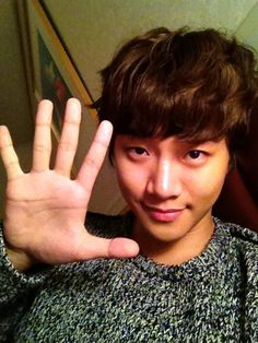 "#2PMTWT [TRANS]{25112012} JUNHO » ❝Saving the lives of precious 5 year old children all around the world, do lend your 5 fingers to the ""World Vision Global Child Health Campaign"" ^^❞ KOR-ENGⓒW2D."