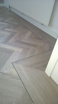 Green-Flor GWF056 visgraat pvc. Prijsopgave? Mail dan: katwijk@art-floor.nl Room Interior, Interior Design Living Room, Living Room Designs, Timber Flooring, Parquet Flooring, Floor Design, Tile Design, Planchers En Chevrons, Herringbone Wood Floor