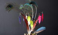 Aretes de pluma con cinta adhesiva