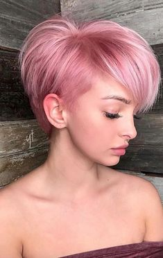 """How to style the Pixie cut? Despite what we think of short cuts , it is possible to play with his hair and to style his Pixie cut as he pleases. For a hairstyle with a """"so chic"""" and pointed… Continue Reading → Long Pixie Cuts, Short Hair Cuts, Short Hair Styles, Pink Short Hair, Pixie Bob, Dyed Pixie Cut, Pastel Pink Hair, Hair Color Pink, Pretty Pastel"""