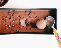 Easy Chocolate Ice Cream (No churn!) Chocolate Mousse Recipe, Chocolate Ice Cream, Frozen Desserts, Frozen Treats, Peanut Butter Cups, Chocolate Peanut Butter, Best Ice Cream Scoop, Making Homemade Ice Cream, No Churn Ice Cream