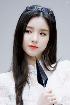 K-Pop Babe Pics – Photos of every single female singer in Korean Pop Music (K-Pop) Kpop Girl Groups, Korean Girl Groups, Kpop Girls, These Girls, Cute Girls, Cool Girl, Bts And Exo, Fandom, Olivia Hye