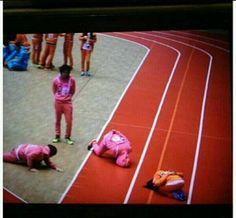 How B1A4 sandeul & A-pink Eunji greet each other lol